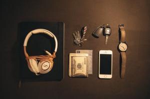 Knoll, Watch, Phone, Laptop, Headphones, Money, Keys